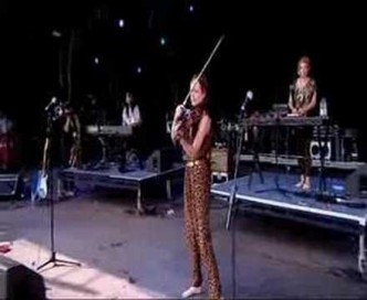 Bat For Lashes – Horse & I – Live @ Bestival 2007